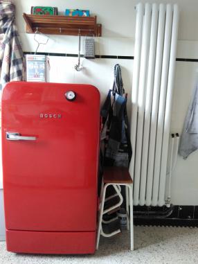 Rode vintage koelkast