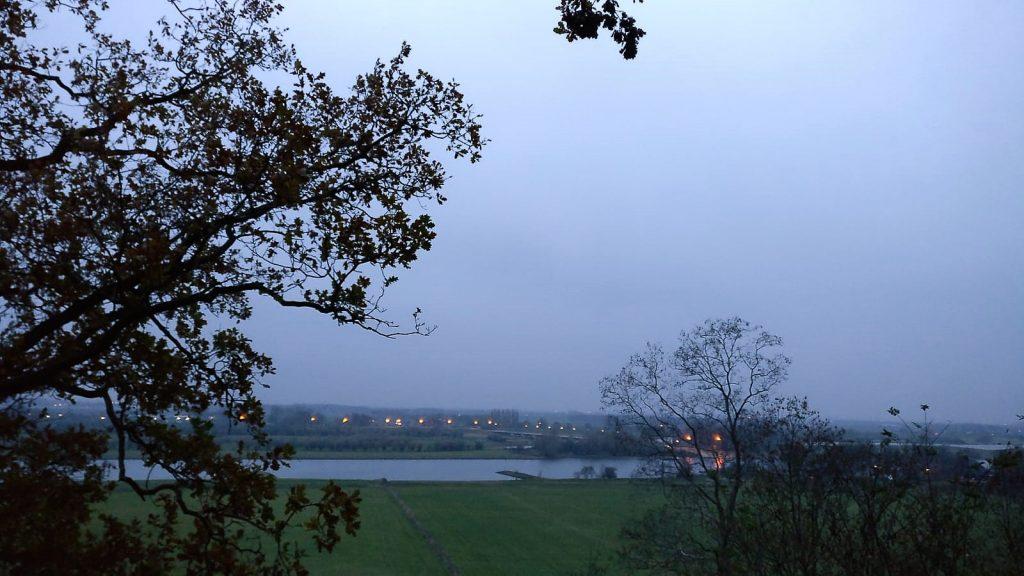 Uitzicht vanaf de Wageningse Berg over de Rijn en de Betuwe